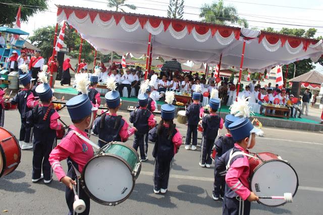 Kodim Karanganyar - Peringati HUT RI ke 74 Pelajar Kabupaten Karanganyar Laksanakan Karnaval