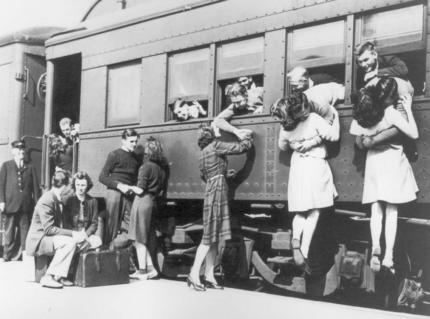 60 + 1 Heart-Warming Historical Pictures That Illustrate Love During War - Saying Goodbye At The Train Station Before Departing To WWII
