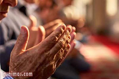Bacaan Doa Qunut Sholat Arab dan Terjemahan Lengkap