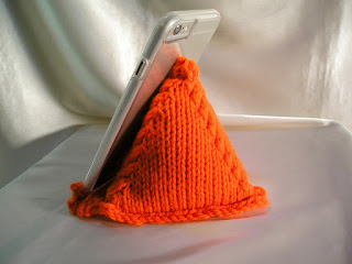 Knitted Cell Phone Cushion Stand