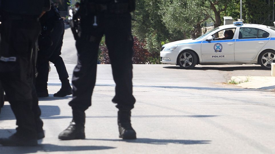Θρίλερ στο Πορτοχέλι: Νεκροί σε φιλικό τους σπίτι αστυνομικός με τη σύντροφό του