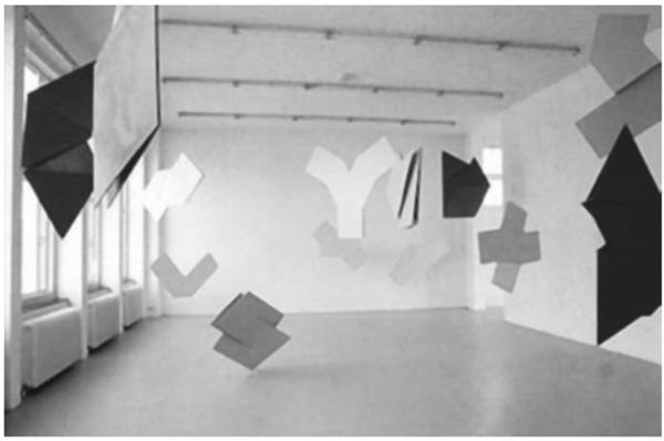 Relevo espacial, instalação com formas geométricas tridimensionais de Hélio Oiticica.