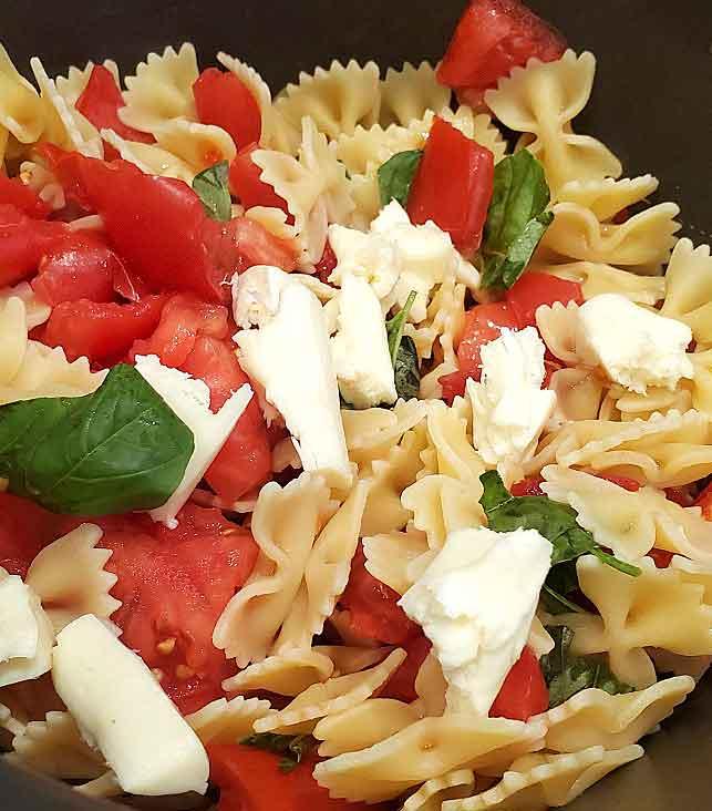 Quick Easy Pasta Caprese Salad