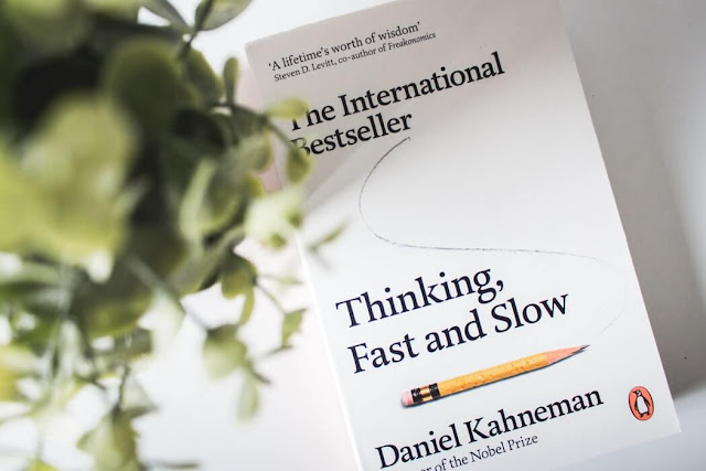 Picture of a book called Thinking Fast and Slow by Daniel Kahneman