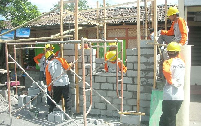 Mayoritas Tukang Bangunan Di Indonesia Katanya Masih Ga