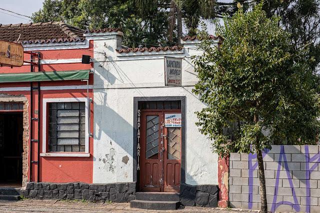 Sapataria instalada em parte de uma casa antiga
