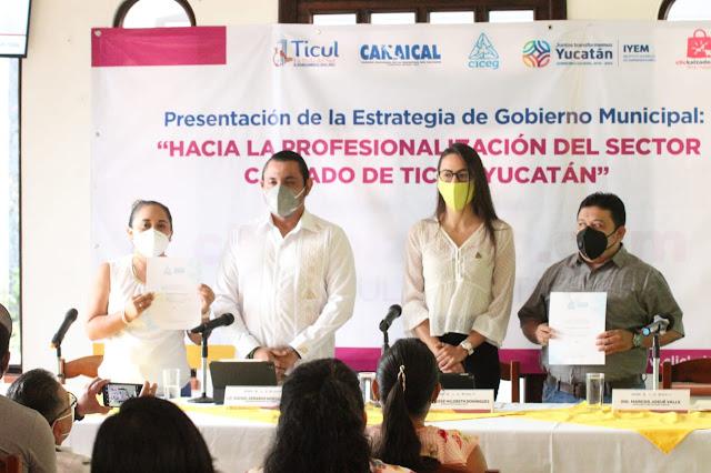 Presentan la estrategia para la modernización y recuperación de la industria zapatera de Ticul. Foto Antonio Sánchez