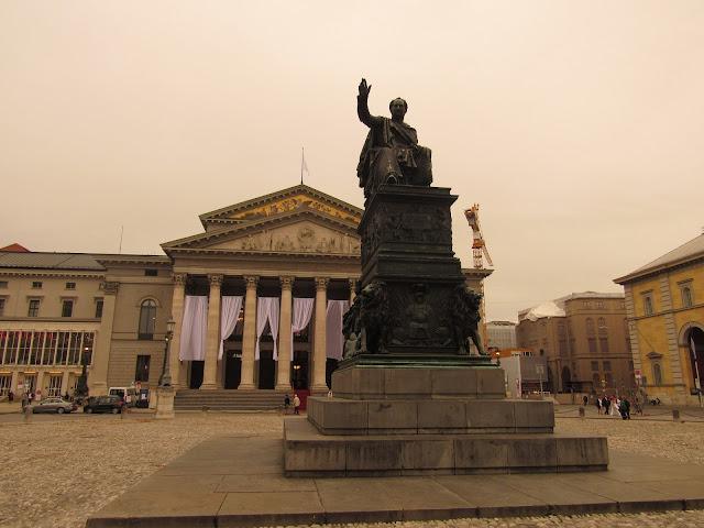 Max-Joseph Platz O que ver em Munique, Alemanha