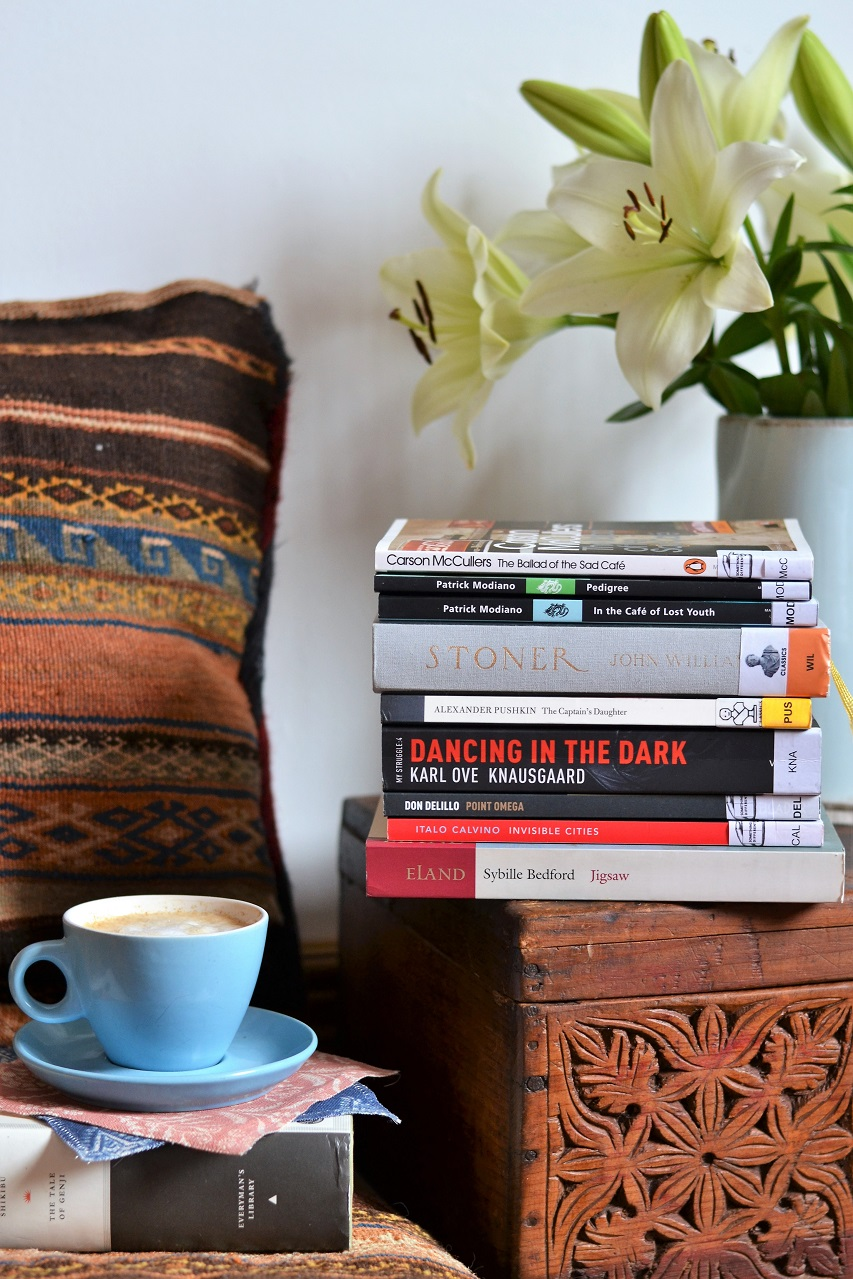 № 10 reading list: Modiano, book stack, latte · Lisa Hjalt