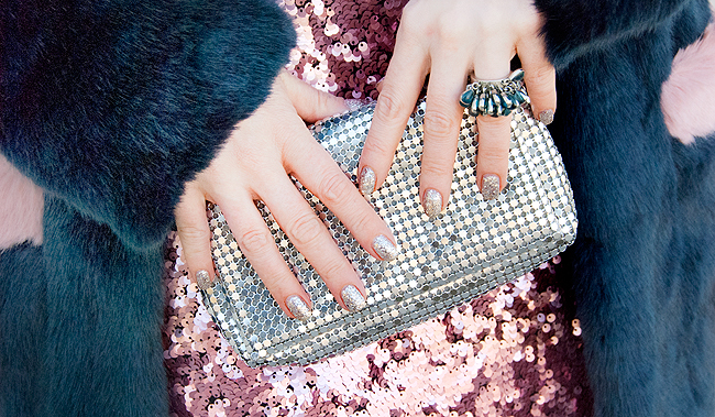 Sequin skirt, blogger look, silver nails