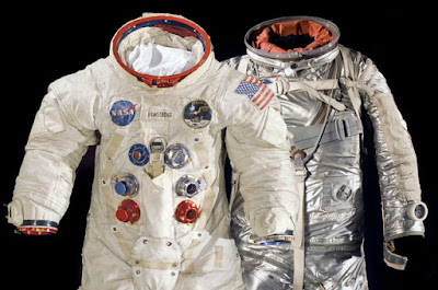 pakaian astronaut