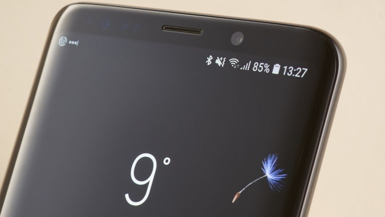 Samsung Are Going TO Use Flat Display In S10