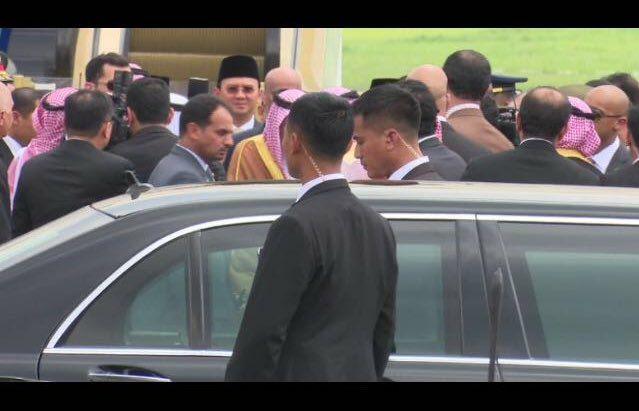 Penista Agama (Ahok) Sambut Raja Salman Bersama Presiden Jokowi, Pemerinta Tidah Menghormati Raja Saudi