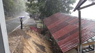 Lintas Geurutee di Aceh Jaya Longsor, Dua Kios Roboh