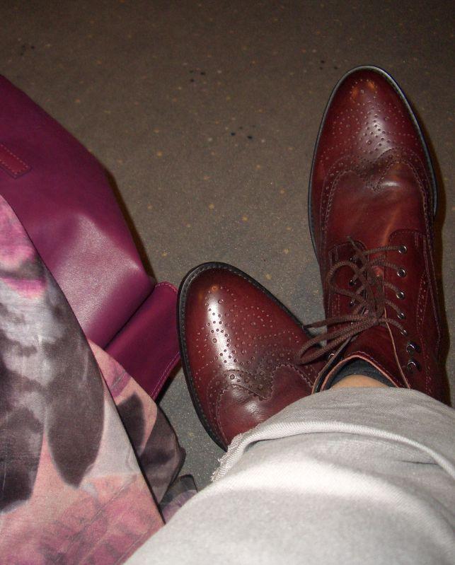 Bordeauxrote Boots