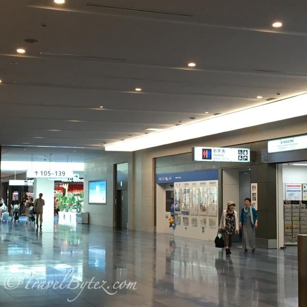 Haneda Airport Departure Hall: Souvenir Frenzy