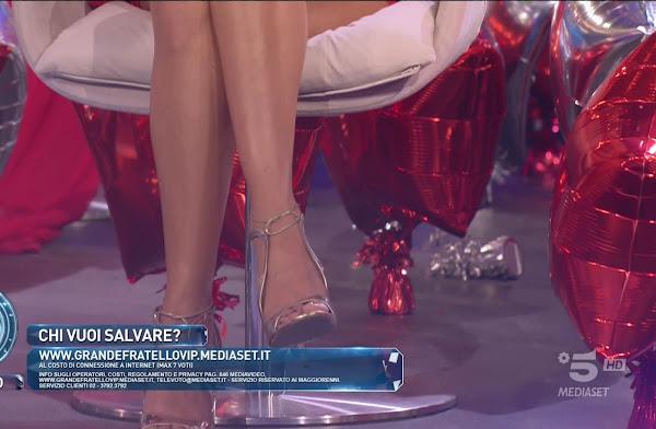 Elisabetta Gregoraci scarpe grande fratello vip puntata 18 dicembre