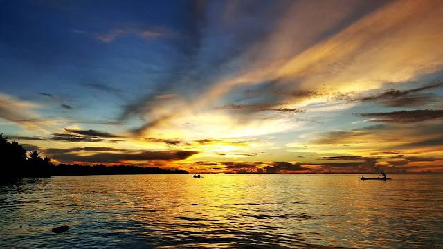 foto indahnya sunset di pulau mentawai