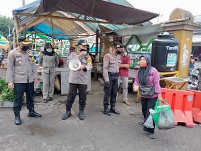 Polresta Mataram saat memberikan imbauan kepada warga agar tidak takut di Swab Antigen