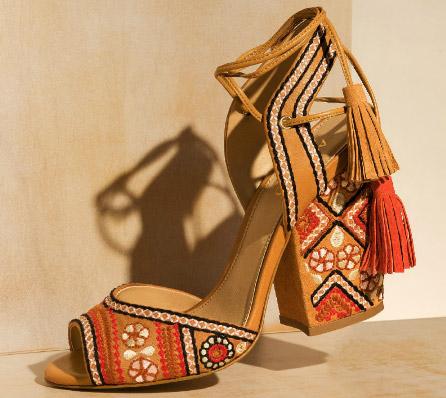 Arezzo Crusie Collection verão 2017 sandália salto quadrado bordado