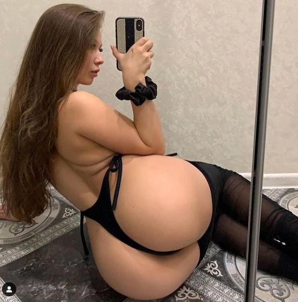 Oksana Saldyrkina round ass