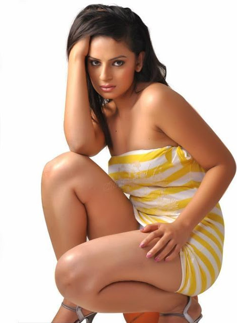 Anuhya reddy glamourous thigh revealing dress hot pics