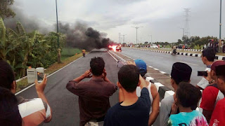 Korsleting Mesin Minibus Ludes Terbakar