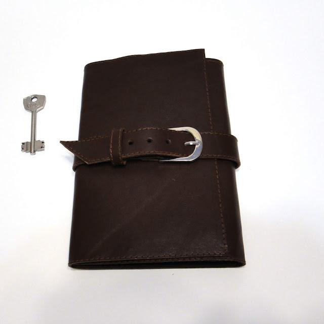 Мужская ключница ручной работы - коричневая кожаная, подарок мужу на заказ