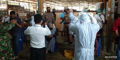 Polresta Mataram bersama Tim Satgas Covid 19 saat menggelar test Swab acak