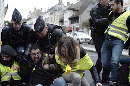 Clashes Break Out in France in Latest 'Yellow Vest' Protest