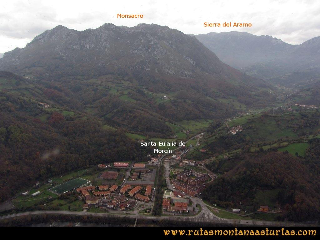 Ruta Baiña, Magarrón, Bustiello, Castiello. Desde el Castiello, vista del Monsacro y Santa Eulalia de Morcín