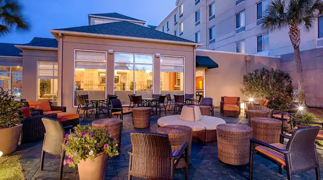 Hilton Garden Inn Baton Rouge Airport Hotel conveniently provides airport shuttle service, 24-hour business center, and delicious meals in the onsite Great American Grill.
