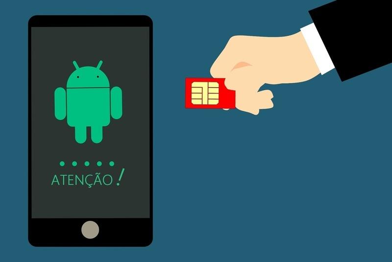 O golpe da troca de chip, também conhecido como SIM Swap, que limpa as contas bancárias das vítimas e dá acesso a e-mails, redes sociais, mensagens de WhatsApp e outros aplicativos, está se tornando cada vez mais comum. A partir de agora, com a entrada em vigor das sanções da Lei Geral de Proteção de Dados (LGPD), as operadoras de telefonia celular poderão ser responsabilizadas por vazar dados dos clientes que foram lesados.