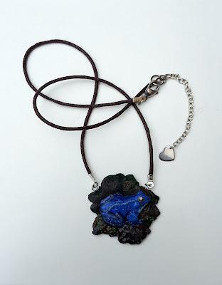 żaba, samiec żaby moczarowej, niebieski, frog, necklace, pendant, wisiorek, naszyjnik