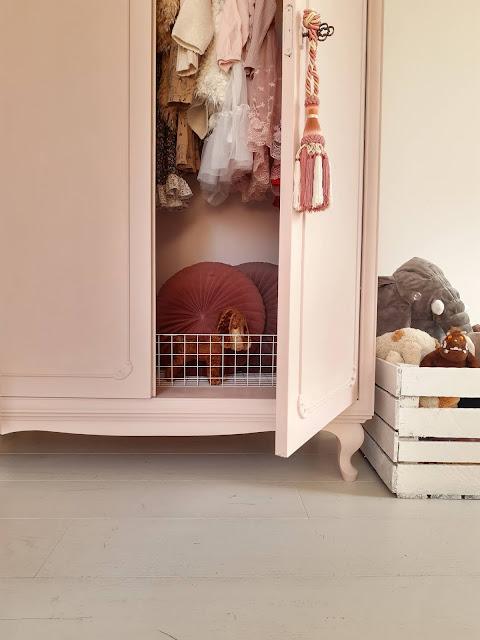 NOWE życie starej szafy - różowy mebel do pokoju dziewczynki DIY