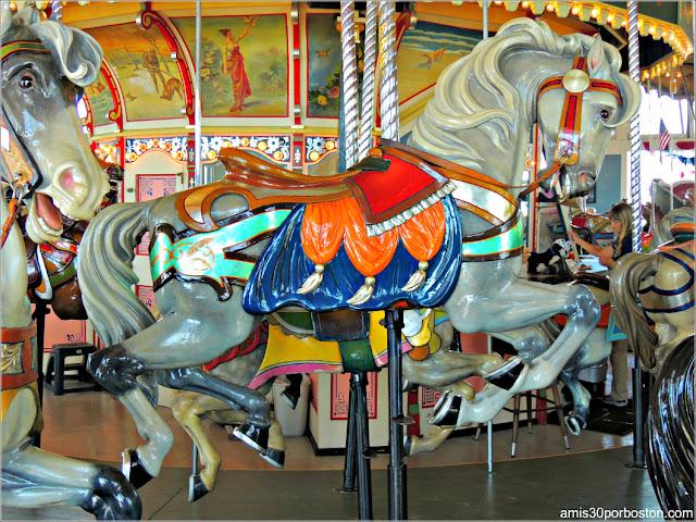 Caballo Belle del Paragon Carousel en Nantasket Beach, Hull