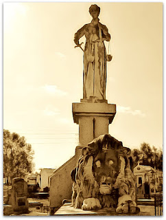 Jazigo de Plácido de Castro - Cemitério Santa Casa