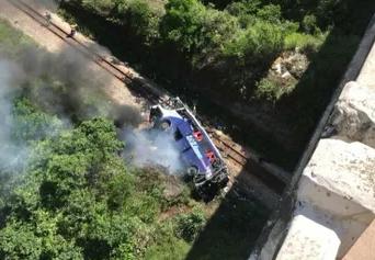 Ônibus de Mata Grande cai de viaduto em Minas Gerais e deixa 14 mortos