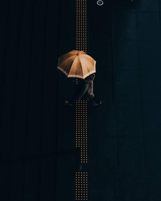 傘,雨,点字ブロック