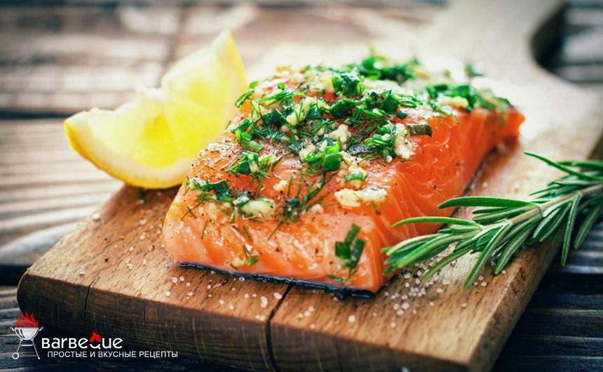 Жареный лосось со щавелем