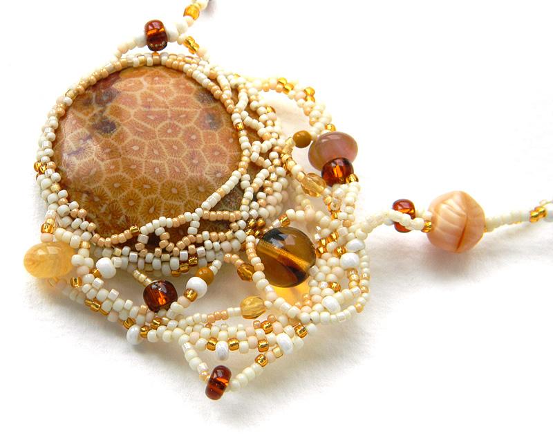 купить колье с окаменелым кораллом украшения с натуральными камнями