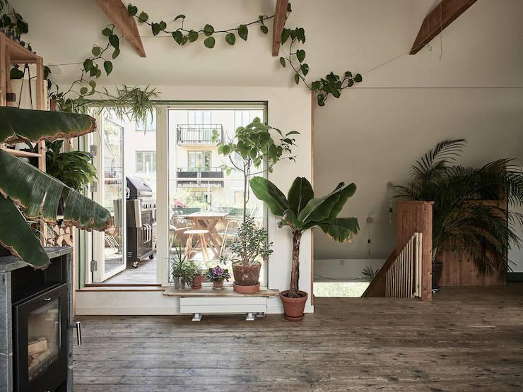 Un ático con una reforma de cocina low cost: acceso a la terraza.