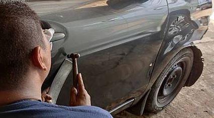 Cara Memperbaiki Mobil Ringsek Bekas Kecelakaan