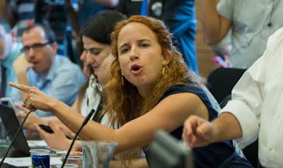 Stav Shaffir: Netanyahu deu um  presente ao BDS barrando  Omar e Tlaib