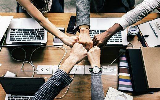 Banyak cara untuk meningkatkan semangat kerja karyawan, baik yang bersifat material maupun non-material, misalnya gaji yang cukup tapi tidak merugikan perusahaan, penempatan karyawan pada posisi yang tepat, pemenuhan kebutuhan rohani dan cara seorang pemimpin menghargai karyawannya.