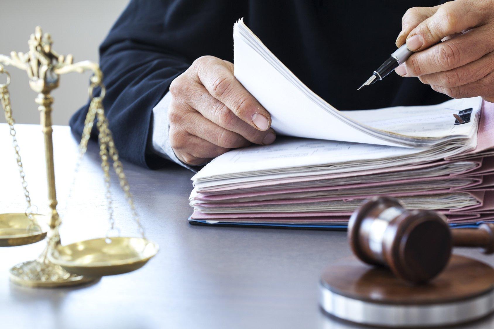 Είκοσι πέντε δικαστικά πιστοποιητικά σε ένα