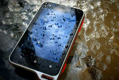 बारिश में फोन भीगकर खराब हो गया है? तो घबराएं नहीं… करें यह काम
