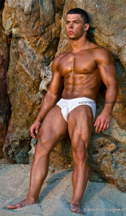 Yasiel Fleites • Bodybuilder and Male Model