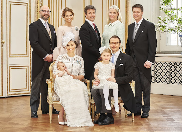 Godparents: Hans Åström, Crown Princess Mette-Marit of Norway, Crown Prince Frederik of Denmark, Princess Madeleine and Oscar Magnuson. Ewa Westling, Olle Westling. King Gustaf, Queen Silvia, Crown Princess Victoria, Prince Daniel, Princess Estelle, Prince Oscar Carl Olof