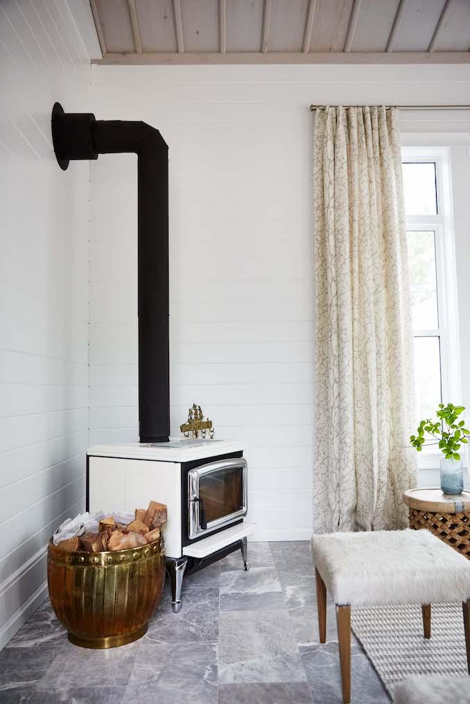 Design maze sarah off the grid main hall mudroom - Sarah richardson living room ideas ...